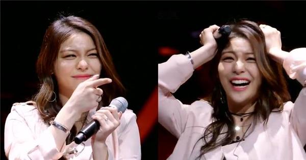 Song ca cùng fan trên sân khấu, thần tượng Hàn bị fan làm 'chết điếng'