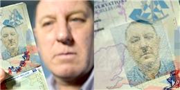 Tá hỏa khi ảnh trên hộ chiếu giống hệt Adolf Hitler