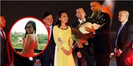 Sự thật về gia thế 'khủng' của cô gái được tặng hoa cho Obama