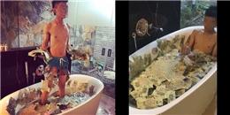'Cạn lời' với thanh niên Việt tắm trong bồn nước đầy tiền