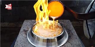 """Phản ứng """"bùng cháy"""" khi rang bắp bằng... đồng nóng chảy"""