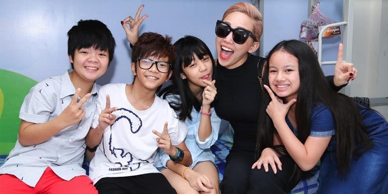 """Tóc Tiên """"đột nhập"""" gây """"chấn động"""" đại bản doanh Vietnam's Idol Kids"""