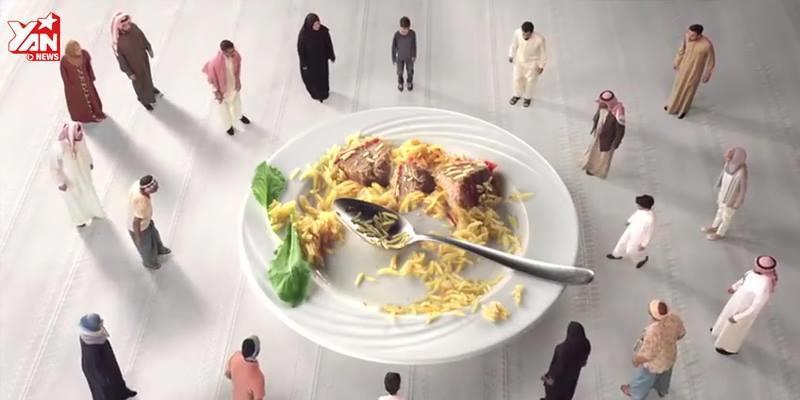 Chỉ 1 phút, đoạn clip khiến triệu người nín lặng về những gì đang ăn