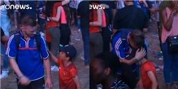 Đoạn clip khiến hàng triệu fan bóng đá xúc động sau EURO