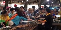 Dư luận phẫn nộ với cảnh du khách Trung Quốc ăn buffet tại Nha Trang