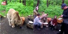 Hết hồn đi cắm trại gặp gấu giữa rừng đòi chơi chung