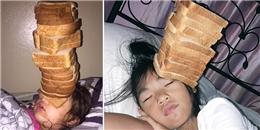 'Phát sốt' trào lưu xếp bánh mì lên mặt em gái đang ngủ để 'trả thù'