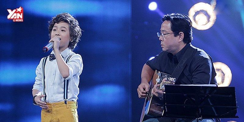 """Gia Khiêm nhẹ nhàng, tình cảm hát """"À ơi"""" đêm chung kết Việt Nam Idol Kids"""