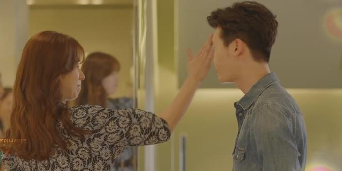 """yan.vn - tin sao, ngôi sao - Vừa chạm mặt Han Hyo Joo, Lee Jong Suk đã bị """"ăn tát"""""""