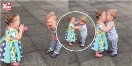 2 em bé vừa hôn vừa cười khiến dân mạng thế giới 'chao đảo'