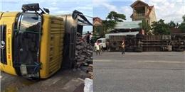Hàng trăm thùng bò húc bị đổ giữa đường, và điều bất ngờ xảy ra