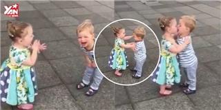 2 em bé vừa hôn vừa cười khiến dân mạng thế giới  chao đảo