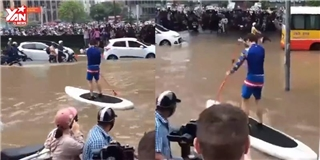 Nhân dịp nước ngập thủ đô, anh tây  troll  chèo thuyền giữa phố
