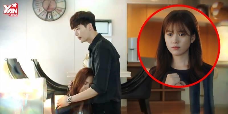 """""""W - Two Worlds"""" gay cấn khi Yeon Joo bị thương nặng ở thế giới ảo"""
