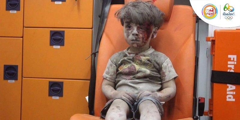 Rúng động với hình ảnh cậu bé Syria thất thần vì bị đánh bom