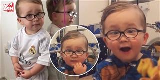 Cộng đồng mạng thế giới đang  điêu đứng  vì cậu bé 2 tuổi này đây