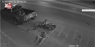 Kinh hoàng cú đụng xe khủng khiếp với  tốc độ bàn thờ