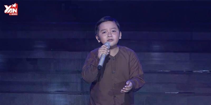 """Cậu bé dân ca Thụy Bình khiến hội trường nín lặng với """"Nhớ mẹ lý mồ côi"""""""