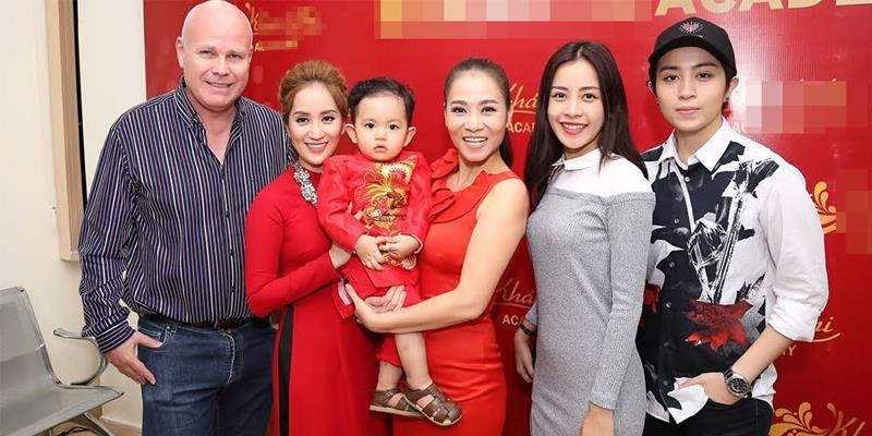 Vợ chồng Thu Minh và dàn sao Việt rạng rỡ đến chúc mừng Khánh Thi
