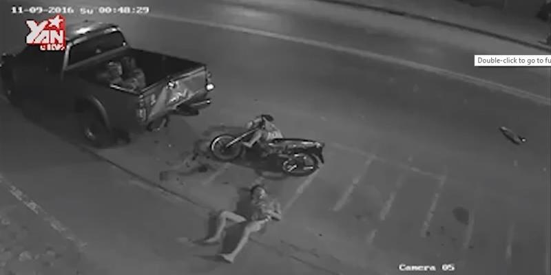 """Kinh hoàng cú đụng xe khủng khiếp với """"tốc độ bàn thờ"""""""