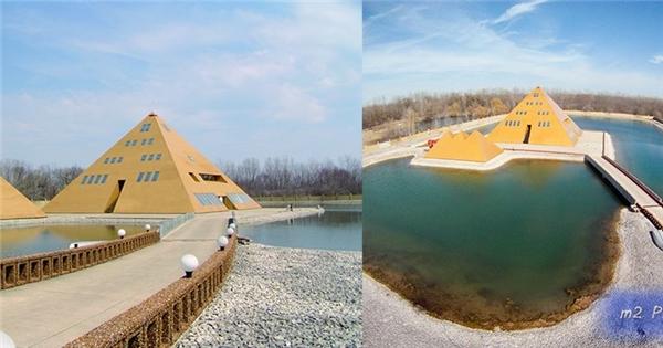 Lạ lùng người đàn ông xây kim tự tháp mạ vàng làm nhà ở