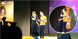 """Trấn Thành Hari Won tình tứ song ca """"Anh cứ đi đi"""" trên sân khấu"""