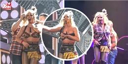 Britney Spears suýt lộ ngực trong màn biểu diễn mới đây