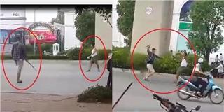 Hốt hoảng cảnh tượng thanh niên dùng gậy đánh người già giữa phố