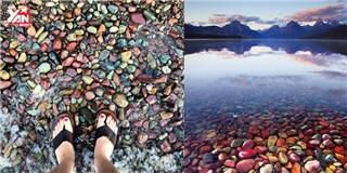 Kì thú hồ nước chứa đầy sỏi đá nhiều màu sắc