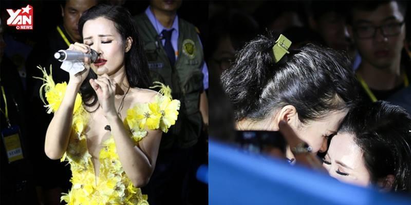 """Đông Nhi lạc giọng khi tặng hoa cho bố mẹ và hát """"Lời ru cho con"""""""