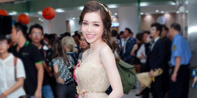 Vắng mặt không lí do, Elly Trần bị tố làm việc thiếu trách nhiệm