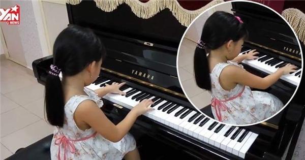 Cô bé 'thần đồng' 5 tuổi đánh piano hàng loạt bài giao hưởng cực hay