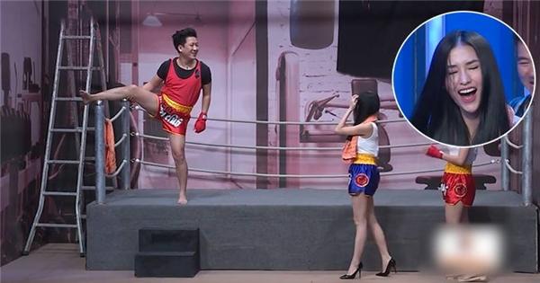 Trường Giang cầu hôn và ép Mai Hồ cover 'Anh cứ đi đi' trên sân khấu