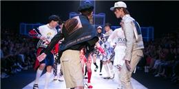 """Dàn mẫu nam chạy """"tán loạn"""" trên sàn catwalk đêm thứ 2 VIFW 2016"""