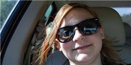 'Selfie' khi đang lái xe, người mẹ phát hiện... bóng ma ở băng ghế sau