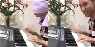 """Choáng với """"thánh"""" bịt mắt đánh đàn, biến đàn Organ thành bàn DJ"""