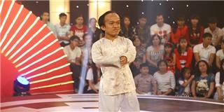 """""""Choáng"""" với thí sinh tiến đến bàn giám khảo…bán vé số"""