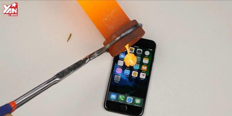 Màn thử thách iPhone 7 với vàng nóng chảy, bạn biết chưa?