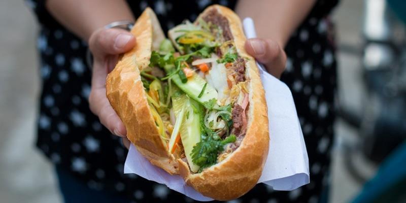 Bánh mì liên tiếp được chọn là món ăn đường phố ngon nhất thế giới