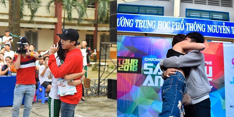 """Teen chạy lên sân khấu """"cưỡng ôm"""" Soobin Hoàng Sơn, Tóc Tiên"""