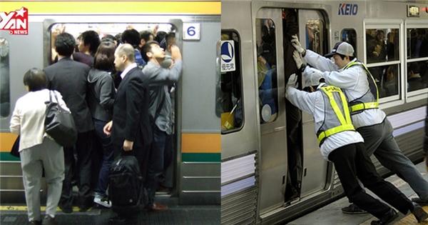 Choáng với cách người Nhật Bản đi tàu điện ngầm giờ cao điểm