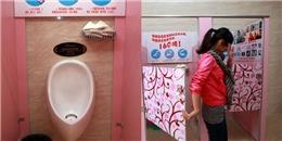 Nhà trường buộc nữ sinh sử dụng bồn cầu nam vì lí do 'nghe hết hồn'