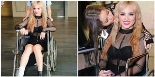 Bị chấn thương, học trò Lưu Thiên Hương đến dự sự kiện bằng xe lăn