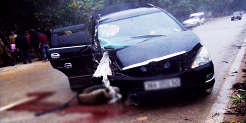 Xót xa xe hoa bị nổ lốp gây tai nạn khiến cô dâu nguy kịch