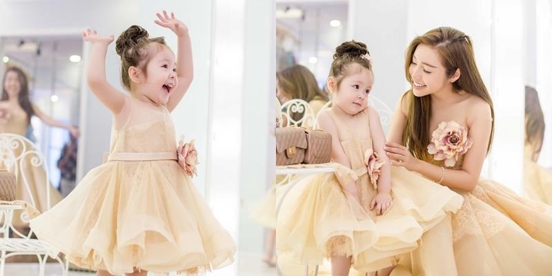 """""""Ngất lịm"""" khoảnh khắc Cadie diện đồ đôi xinh xắn bên Elly Trần"""