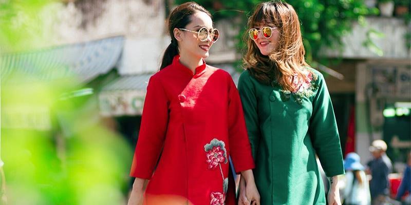 Chị em Yến Trang, Yến Nhi diện áo dài cách tân rực rỡ xuống phố