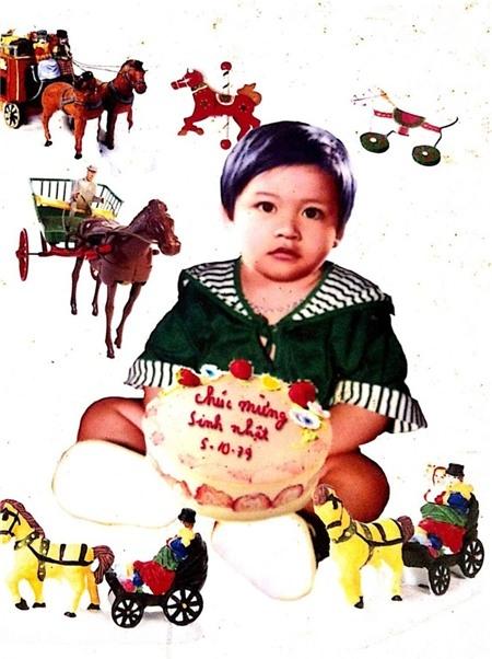 Tuấn Hưngtrong lần sinh nhật 1 tuổi. Hồi nhỏ,Tuấn Hưngtrông bụ bẫm và đáng yêu. - Tin sao Viet - Tin tuc sao Viet - Scandal sao Viet - Tin tuc cua Sao - Tin cua Sao