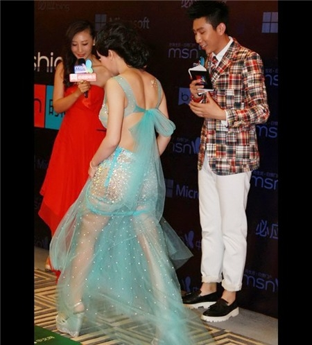Nữ diễn viên của bộ phim 3D Tân Kim Bình Mai khiến không ai không chú ý khi mặc chiếc váy xuyên thấu quá mỏng