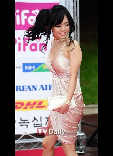 Cô tới dự lễ bế mạc PiFan cùng với nam diễn viên Juno MAK và đạo diễn Wong Ching Po của phim kinh dị Revenge: A Love Story. Aoi Sola cũng chính là 1 trong 2 vai nữ chính của bộ phim này.