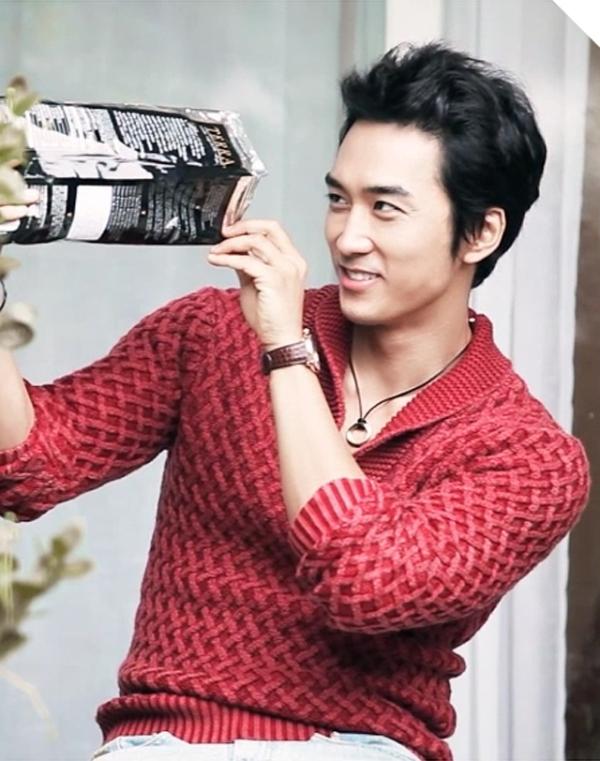 """""""Hoàng tử mùa thu"""" Song Seung Hun khoe nét lãng tử trên tạp chí High Cut"""